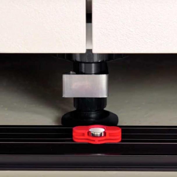 Clip Magnétique pour Plinthe en PVC de Cuisine